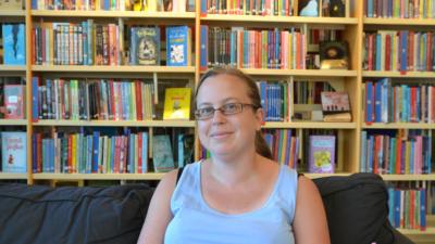 Med böcker kan man lägga tankarna på hyllan och lyssna på fantasivärldar - Linda, Perstorp