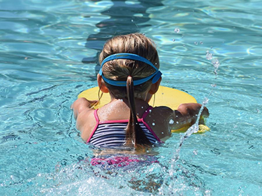Anmäl ditt barn till sommarens simskolor på Bjäre