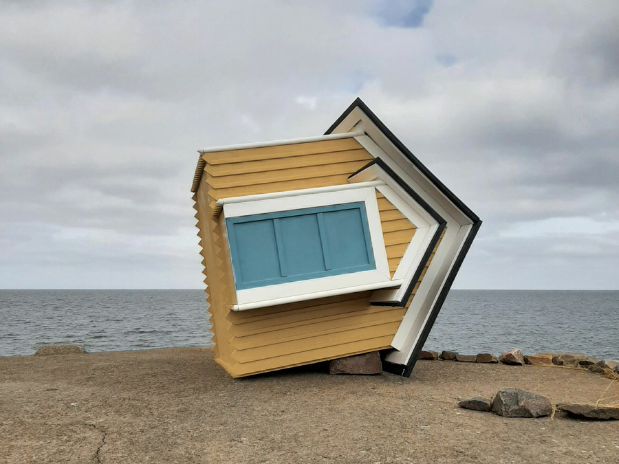 Ett nytt konstverk har tagit plats i naturen i Torekov
